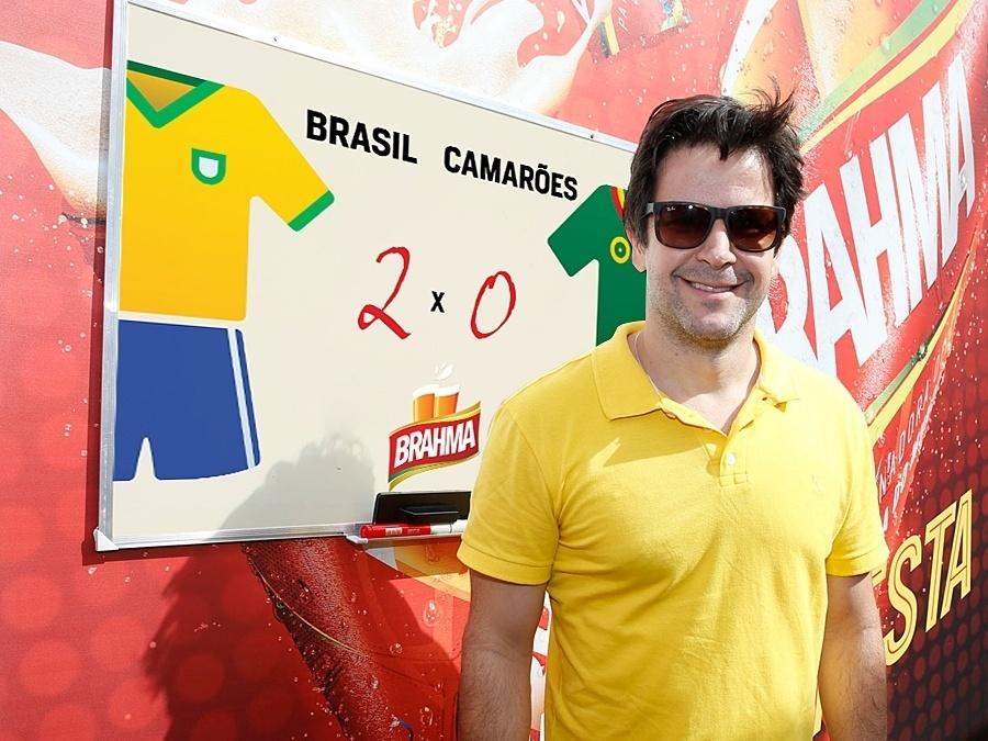 23.jun.2014 - Murilo Benício não tem dúvida: o Brasil vai levar a melhor contra o Camarões, com 2 gols contra 0 do time rival