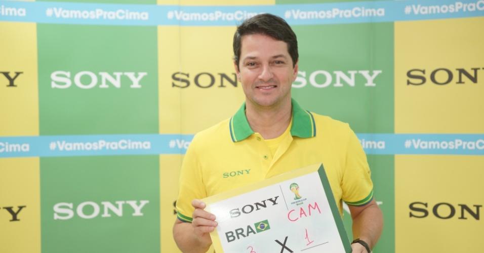 23.jun.2014 - O ator Marcelo Serrado aposta no placar de 3x1 para o Brasil contra Camarões