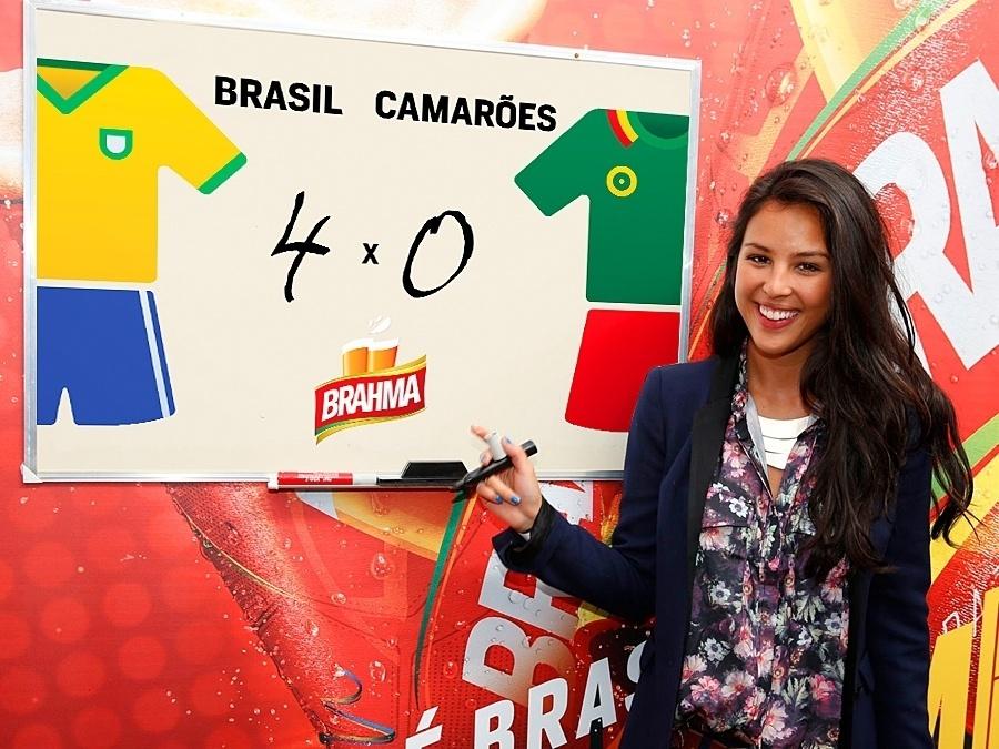 23.jun.2014 - Otimista, Yanna Lavigne acredita em uma goleada de 4 a 0 do Brasil contra o time de Camarões na Copa do Mundo
