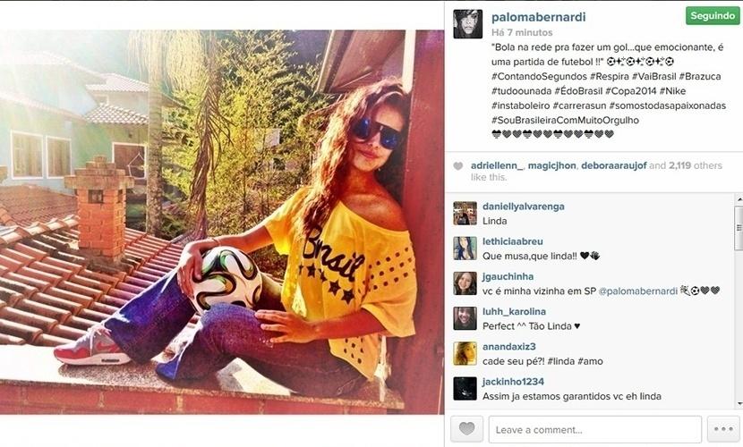 23.jun.2014 - Paloma Bernardi posa com camiseta do Brasil e com a bola oficial da Copa do Mundo 2014 para torcer pelo Brasil no jogo contra Camarões, que acontece nesta segunda-feira, em Brasília.
