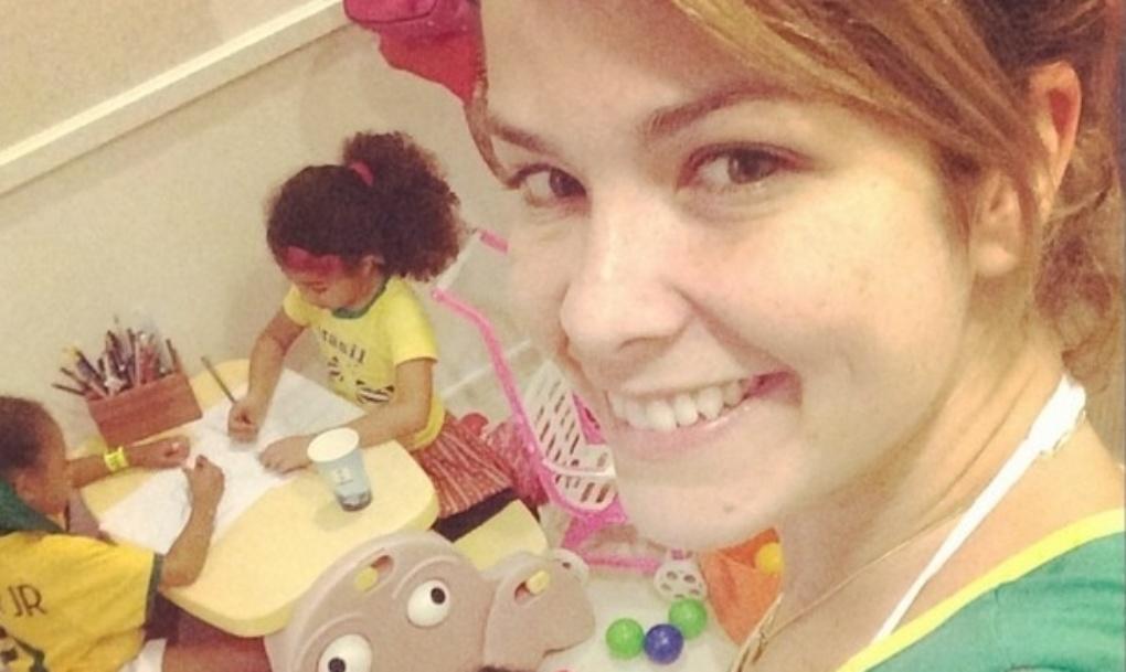 23.jun.2014 - Samara Felippo posta foto das filhas Alícia e Lara se divertindo no intervalo do jogo entre Brasil x Camarões