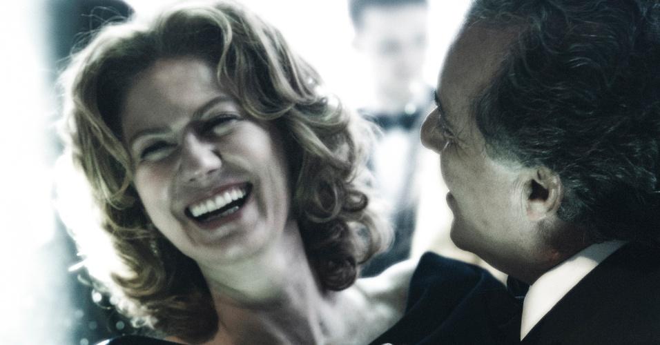 Angela Mahler (Patrícia Pillar) e Carlos Braga (Tony Ramos) são sócios na empresa