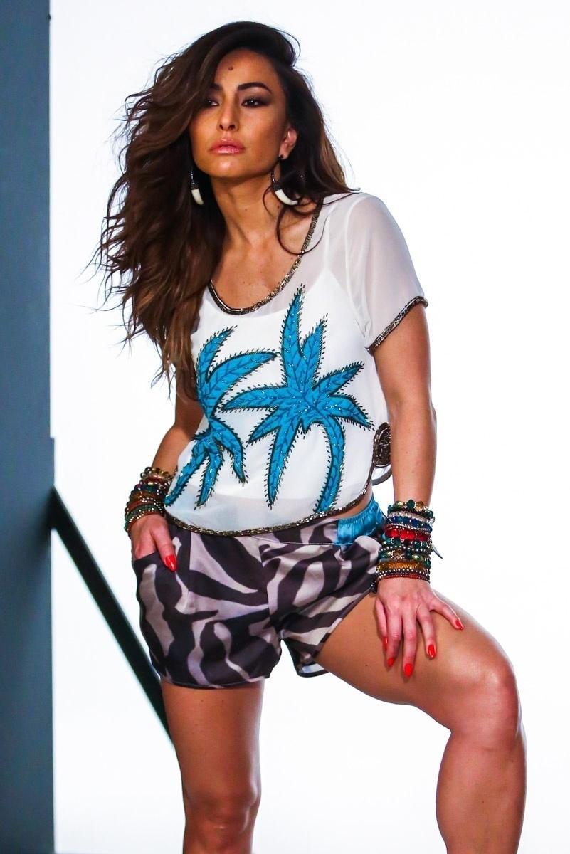 24.jun.2014 - Com um shortinho e uma blusa, Sabrina Sato posa para campanha publicitária de uma marca de roupas feminina, em São Paulo
