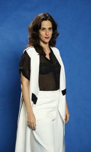"""24.jun.2014 - Mariana Lima marca presença na coletiva de imprensa do lançamento da novela """"Rebu"""", no Rio"""