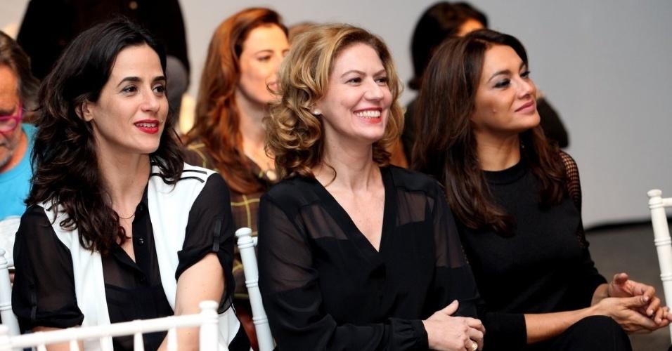 """24.jun.2014 - Mariana Lima, Patrícia Pillar e Dira Paes assistem ao clipe de exibição da novela """"O Rebu"""""""