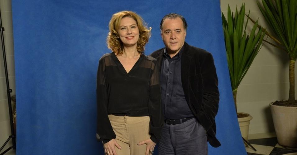 """24.jun.2014 - Patrícia Pilar e Tony Ramos posam durante a coletiva de imprensa de """"O Rebu"""", no Rio"""