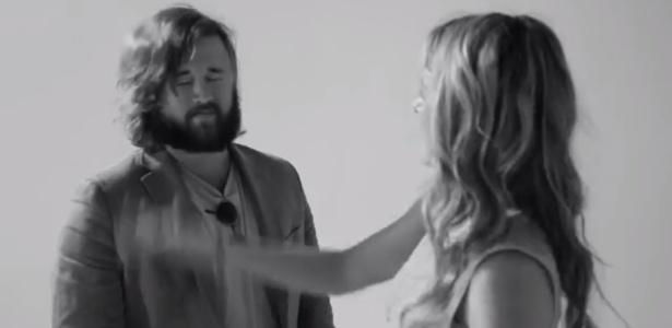 """Haley Joel Osment aparece levando um tapa no rosto no viral """"The Slap"""". Ator ficou famoso como o garotinho Cole de """"O Sexto Sentido"""""""