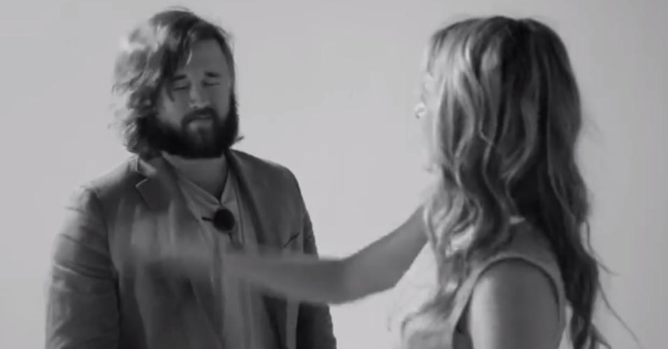 "Haley Joel Osment leva tapa no rosto no vídeo viral ""The Slap"""