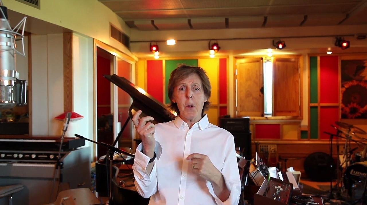 24.jun.2014 - Paul McCartney em vídeo que gravou para dizer que está bem após infecção viral