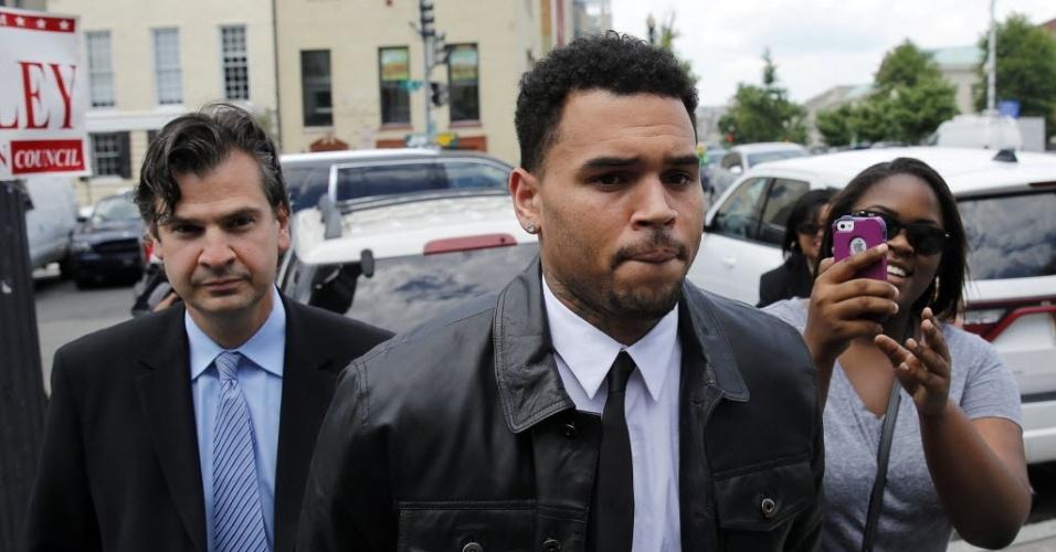 25.jun.2014 - O cantor Chris Brown chega para depor sobre acusação de agressão em Washington