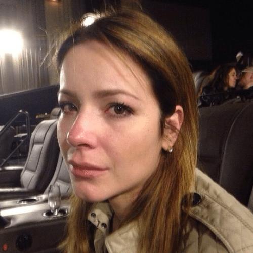 """25.jun.2014 - Renata Domínguez chora após assistir ao filme """"A Culpa É das Estrelas"""" e faz uma selfie para o Instagram"""
