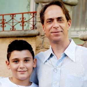 Agostinho (Pedro Cardoso) é pai de Floriano (Pedro Lopes) na série