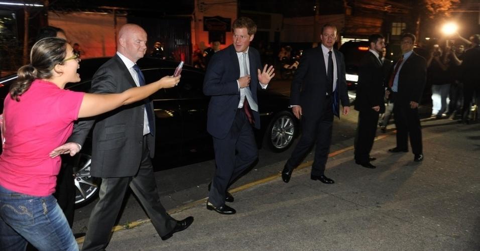 25.jun.2014 - Príncipe Harry chega ao jantar em homenagem ao aniversário da Rainha Elizabeth II na Casa Brasileiro Britânico, em São Paulo