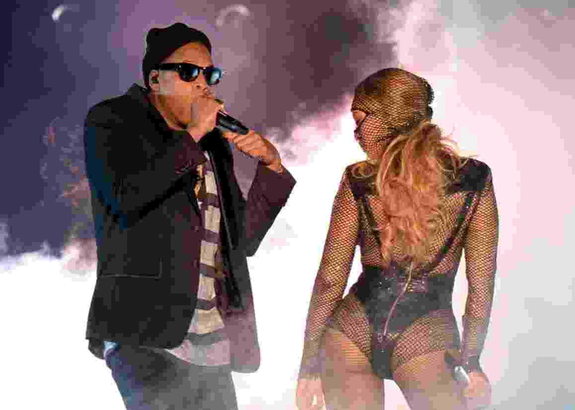 """25.jun.2014 - Beyoncé se apresenta ao lado do marido, o rapper Jay-Z, na estreia da turnê """"On The Run"""" no Sun Life Stadium, em Miami, nos Estados Unidos - Reprodução/Facebook/Parkwood Entertainment"""
