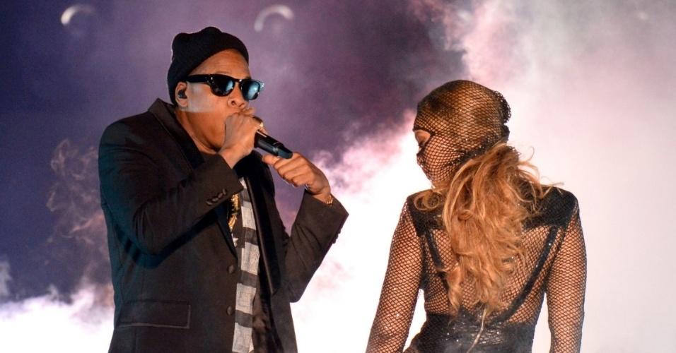 25.jun.2014 - Beyoncé se apresenta ao lado do marido, o rapper Jay-Z, na estreia da turnê
