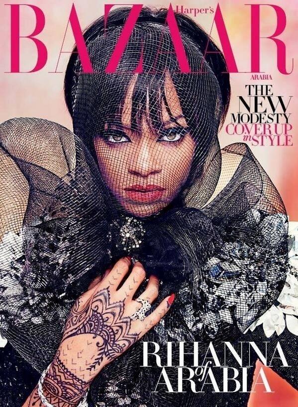 25.jun.2014 - Comportada, Rihanna aparece com o rosto coberto na capa da edição de julho/agosto da