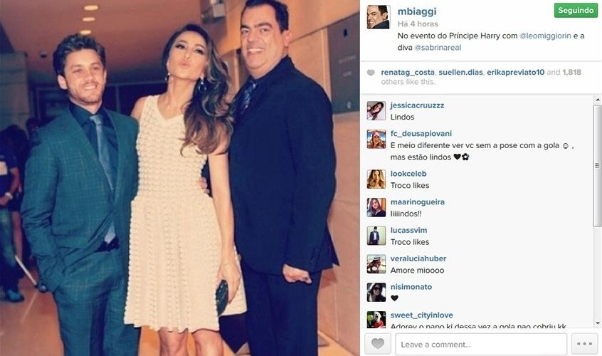 25.jun.2014 - Marco Antonio Di Biaggi posa com Leonardo Miggiorin e Sabrina Sato em coquetel que contou com a presença do Príncipe Harry.