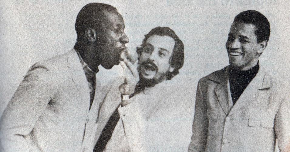 Mussum contracena com Jair Rodrigues