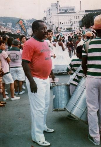 Mussum em desfile de samba da Mangueira