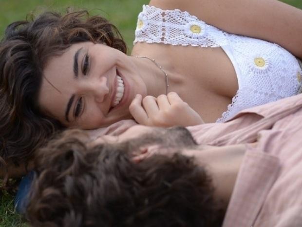 """Vanessa Giácomo (Eliane) e Chay Sued(José Alfredo) se divertiram na cena, que mostra a relação leve e amorosa dos seus personagens na novela """"Império"""""""