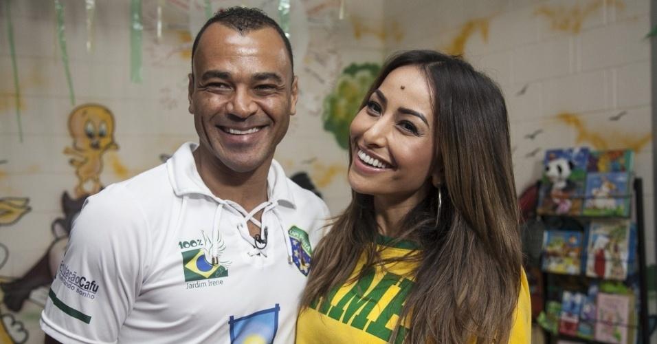 Sabrina Sato também foi conhecer a Fundação Cafu, instituição do capitão da conquista do penta. O atleta contou detalhes de sua trajetória e de suas conquistas.