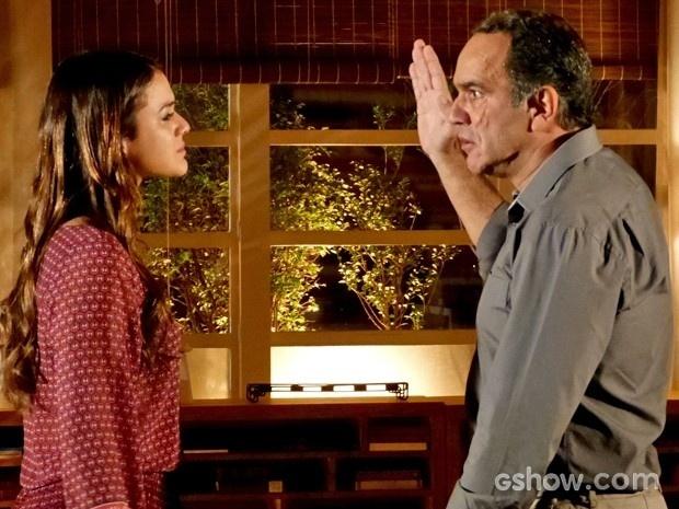 Virgílio levanta a mão para Luiza