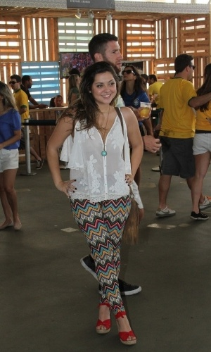 28.jun.2014 - Poliana Aleixo curte festa no Terraço Lagoa, zona sul do Rio, durante jogo do Brasil e Chile
