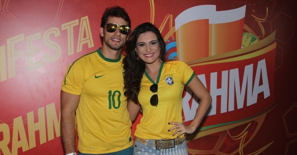 28.junho.2014 - Os ex-bbbs Eliéser e Kamilla acompanham jogo do Brasil contra o Chile em camarote no estádio do Morumbi, em São Paulo