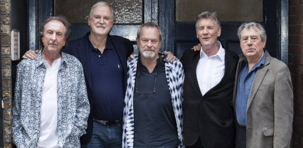 30.jun.2014 - Os comediantes do Monty Python Eric Idle, John Cleese, Terry Gilliam, Michael Palin e Terry Jones reunidos para divulgar novo espetáculo em Londres - EFE