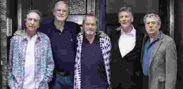 30.jun.2014 - Os comediantes do Monty Python Eric Idle, John Cleese, Terry Gilliam, Michael Palin e Terry Jones reunidos para divulgar novo espetáculo em Londres - EFE