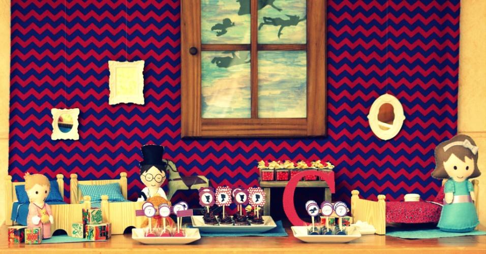 A empresa Tips and Ideas (www.tipsandideas.com.br) optou por montar uma decoração inspirada no quarto da personagem Wendy e seus irmãos, da história