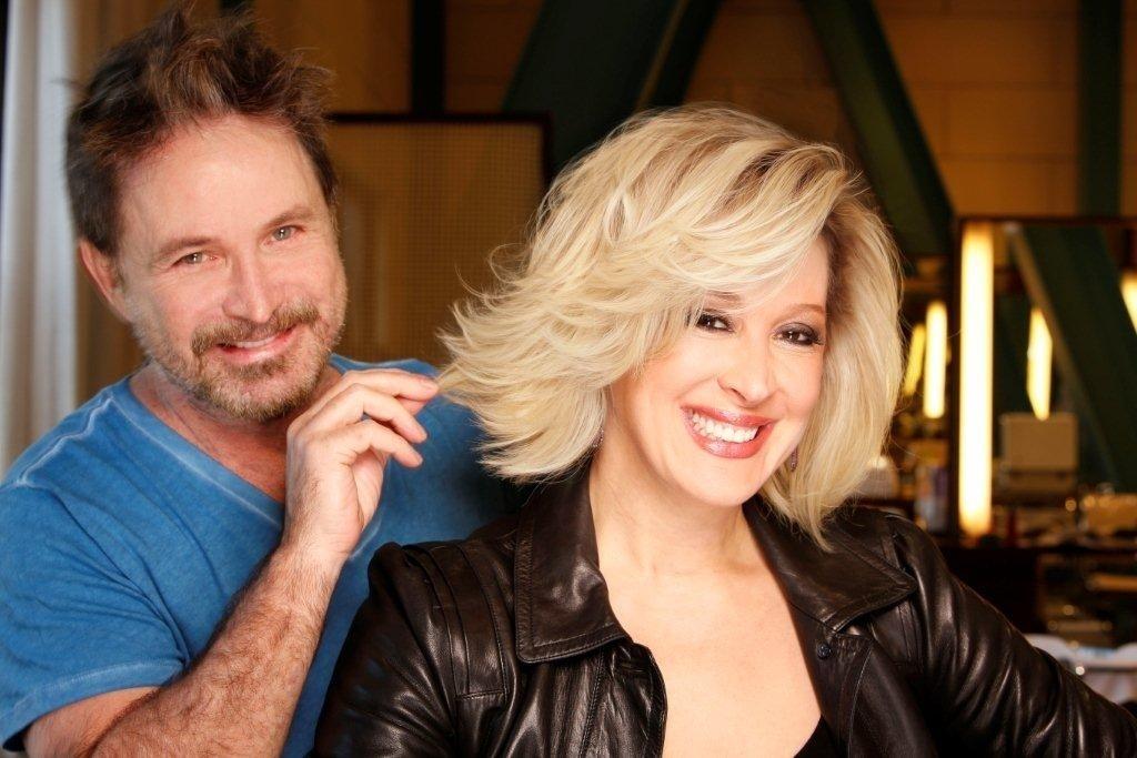 O cabeleireiro Wanderley Nunes foi o responsável por deixar Cláudia Raia loira para sua personagem na novela