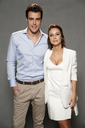 """1.jul.2014 - Os atores Joaquim Lopes e Andreia Horta no lançamento da novela """"Império"""", da Globo"""