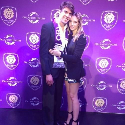 """1.jul.2014- Carol Celico se declara para Kaká no Instagram e comemora pelo jogador ter sido emprestado ao São Paulo: """"Agradeço à Deus pelo privilégio, honra, desafio e alegria em estar sempre ao lado dele @kaka, conquistando e superando em amor a paz na nossa família. Parabéns para ele, meu amor e minha vida! Vamos nessa!"""""""