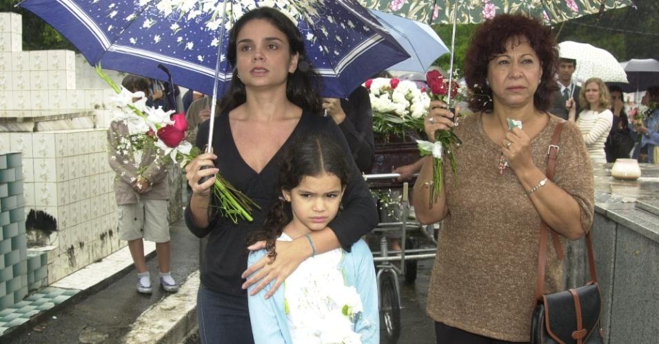 """2003 - Manoelita Lustosa (à dir.) era Inês em """"Mulheres Apaixonadas"""", novela de Manoel Carlos em que ela atuou ao lado de Cristina Fagundes (à esq.) Bruna Marquezine, que vivia Salete"""