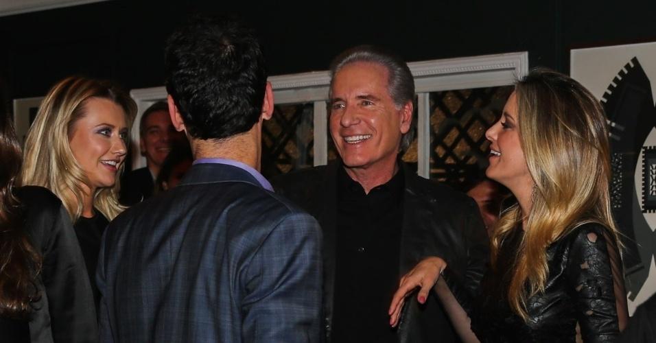 30.jun.2014 - Roberto Justus conversa com César Tralli no aniversário de Otavio Mesquita em um restaurante nos Jardins, na zona sul de São Paulo