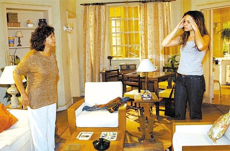 """Manoelita Lustosa (à esquerda) e Vanessa Gerbelli em cena da novela """"Mulheres Apaixonadas"""", da TV Globo"""
