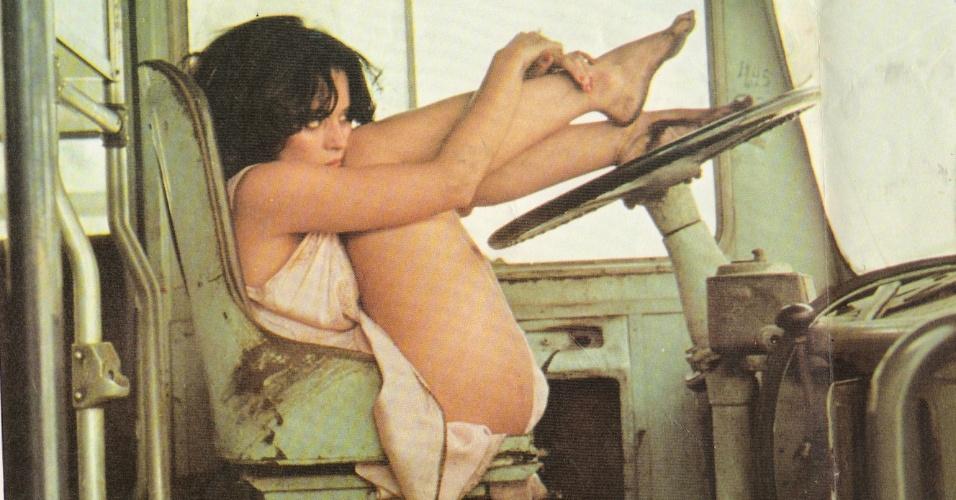 """Sônia Braga em cena de """"A Dama do Lotação"""" (1978), de Neville D'Almeida"""