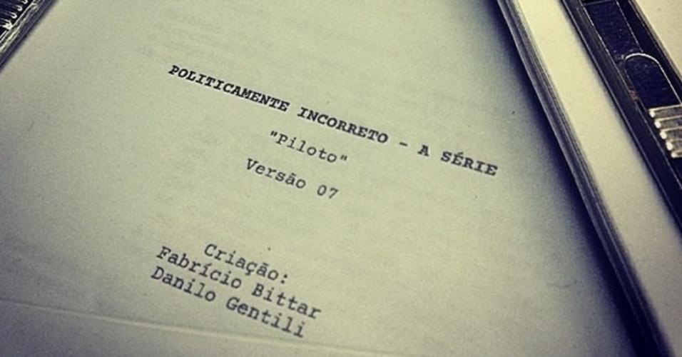 2.jul.2014 - Em foto postada no Instagram, Danilo Gentili mostra um roteiro da série