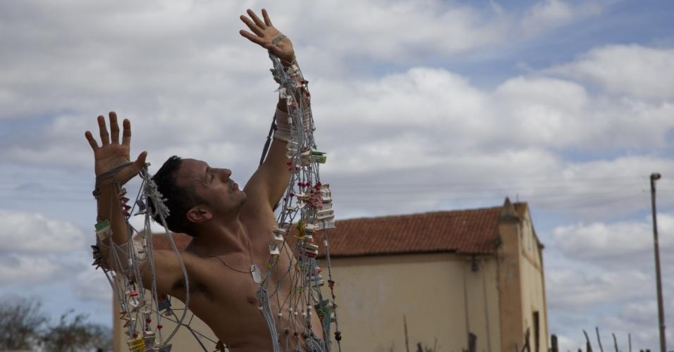 """Irandhir Santos em cena de """"A História da Eternidade"""", de Camilo Cavalcante"""