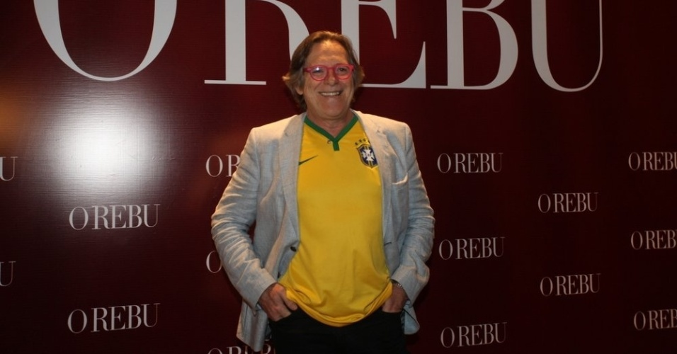 """3.jul.2014- Em clima de Copa, José de Abreu vai à festa de """"O Rebu"""" no Rio com a camisa do Brasil"""