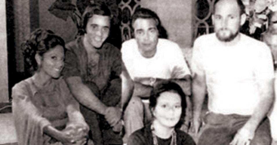 """Tony Ramos com Yoná Magalhães, Carlos Alberto, Irene Ravache e o diretor Walter Avancini em  """"Simplesmente Maria"""""""