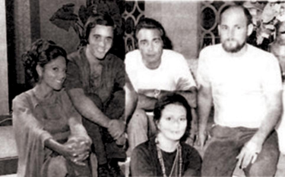 Tony Ramos com Yoná Magalhães, Carlos Alberto, Irene Ravache e o diretor Walter Avancini em