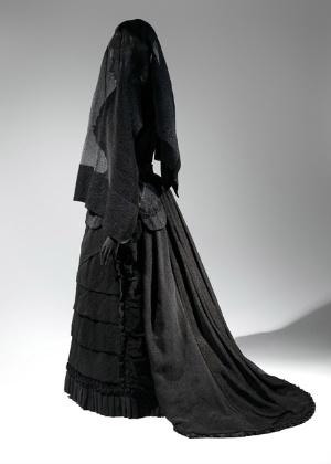 """Um dos vestidos da exposição """"Death Becomes Her: A Century of Mourning Attire"""", no MET, em Nova York - Reprodução/The Metropolitan Museum Of Art"""