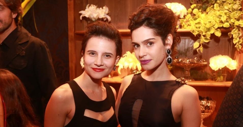 """3.jul.2014 - Bianca Comparato e Maria Flor se divertem na festa de """"O Rebu"""" em Laranjeiras, no Rio de Janeiro"""