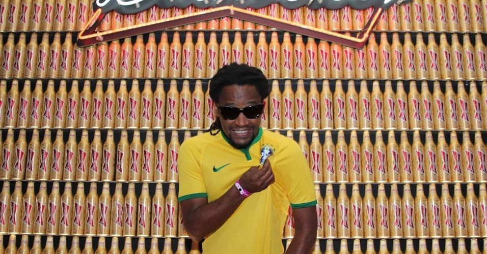 3.jul.2014 - Toni Garrido curte o jogo do Brasil x Colômbia no Budweiser Hotel by Pestana em Copacabana, no Rio de Janeiro