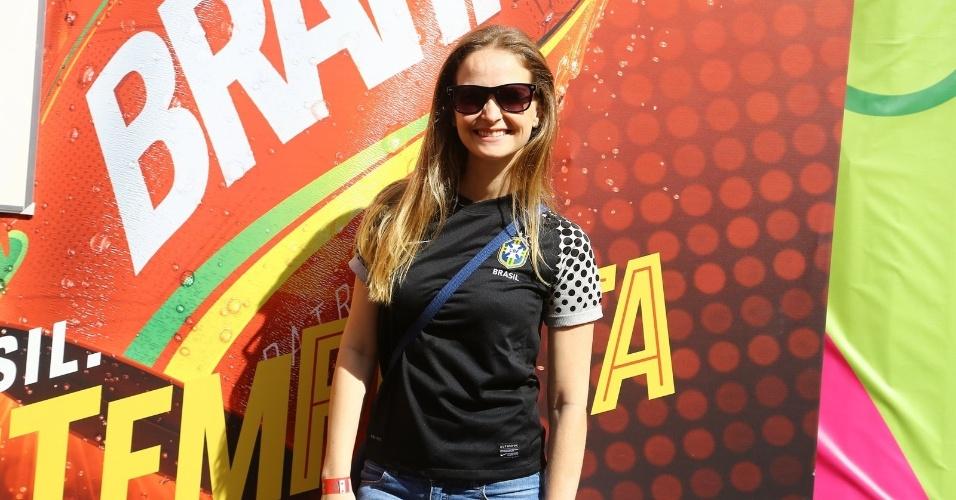 4.jul.2014 - Fernanda Rodrigues vai à camarote para assistir à partida entre França e Alemanha no Maracanã, no Rio de Janeiro