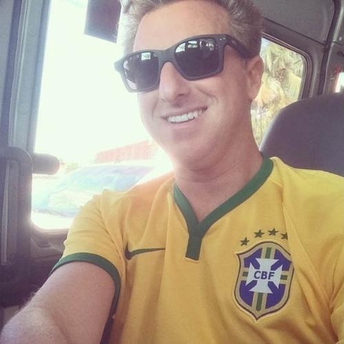 4.jul.2014 - Luciano Huck acompanha partida entre Brasil e Colômbia em Fortaleza