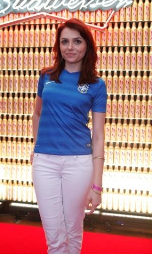 4.jul.2014 - Mônica Iozzi musa o visual a aparece ruiva para assistir Brasil x Colômbia no Budweiser Hotel by Pestana em Copacabana