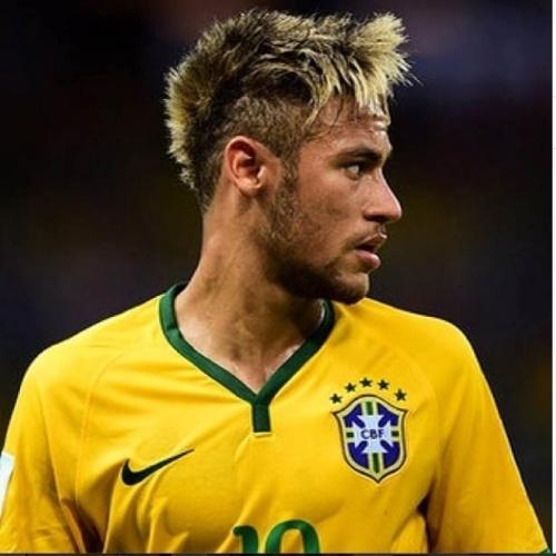 4.jul.2014 - Neymar pede a benção de Deus para vencer a Colômbia